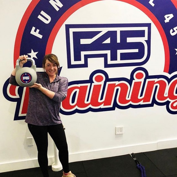 Hey! My name is Camea and I'm a 555 Ross resident. One of my favorite parts about living at @555rossaveapts is having places like @f45_training_dallasmainstreet less than a mile away. How convenient is that?! (Also, shoutout to F45 for kicking my tail and helping me burn over 600 calories in just one workout!)