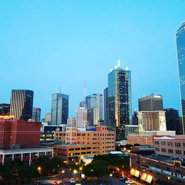 One of the best parts about 555 Ross Ave are the amazing views. Make sure to stop by and see for yourself.  #555rossave #dallaswestend #dallasskyline